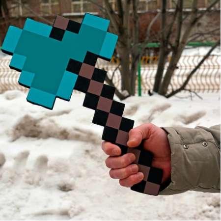 Пиксельный алмазный топор Майнкрафт